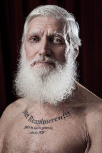 Johannes Marchetti met reanimeer niet tattoo